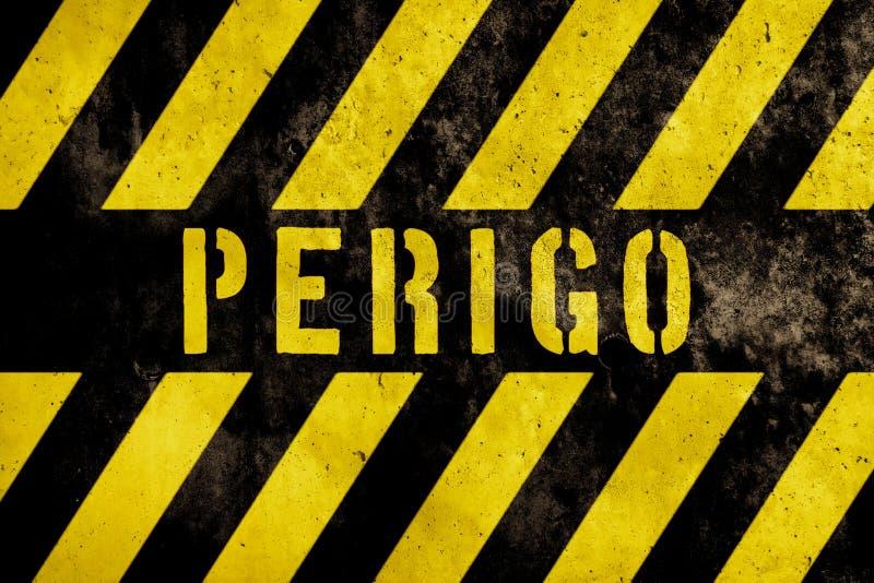 Perigo dans la langue portugaise, texte de panneau d'avertissement de danger avec les rayures jaunes et foncées peintes au-dessus illustration de vecteur