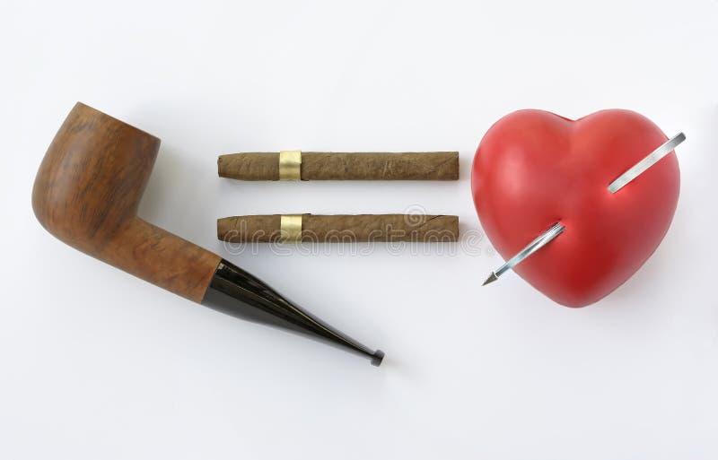 Perigo do fumo e do coração fotografia de stock royalty free