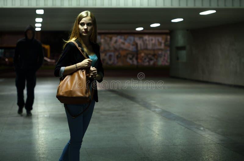 Perigo na passagem subterrânea fotografia de stock royalty free