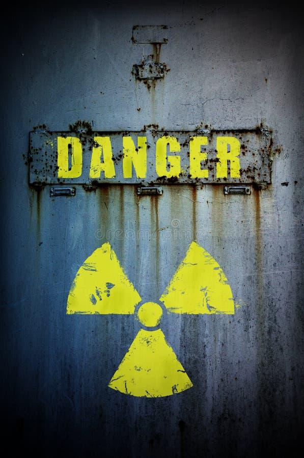 Perigo! A radiação contaminou a área. fotos de stock