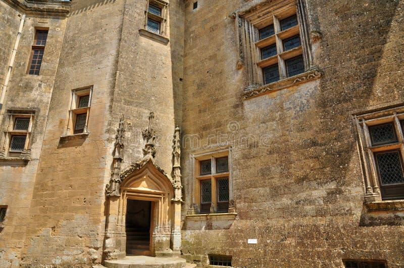 Perigord, το γραφικό κάστρο Biron σε Dordogne στοκ εικόνες