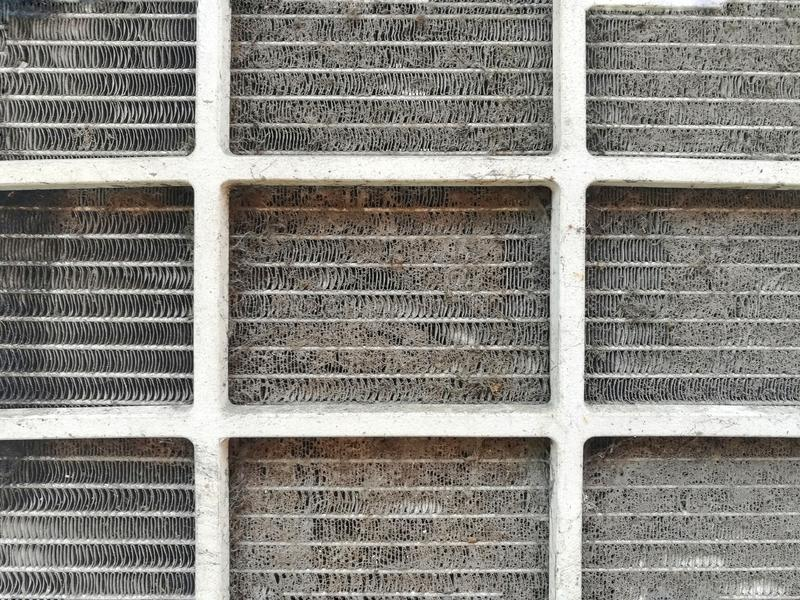 Perigos de um filtro sujo do condicionador de ar foto de stock