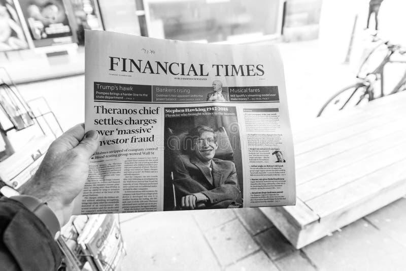 Periodi finanziari, giornale circa Stephen Hawking Death sul fi fotografia stock libera da diritti