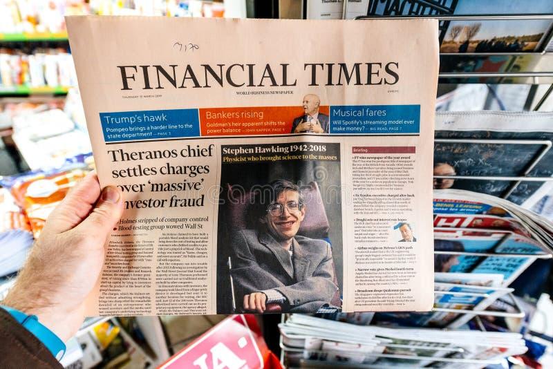 Periodi finanziari, giornale circa Stephen Hawking Death sul fi fotografie stock libere da diritti