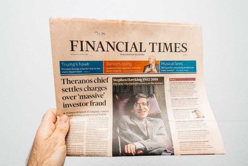 Periodi finanziari, giornale circa Stephen Hawking Death sul fi fotografia stock