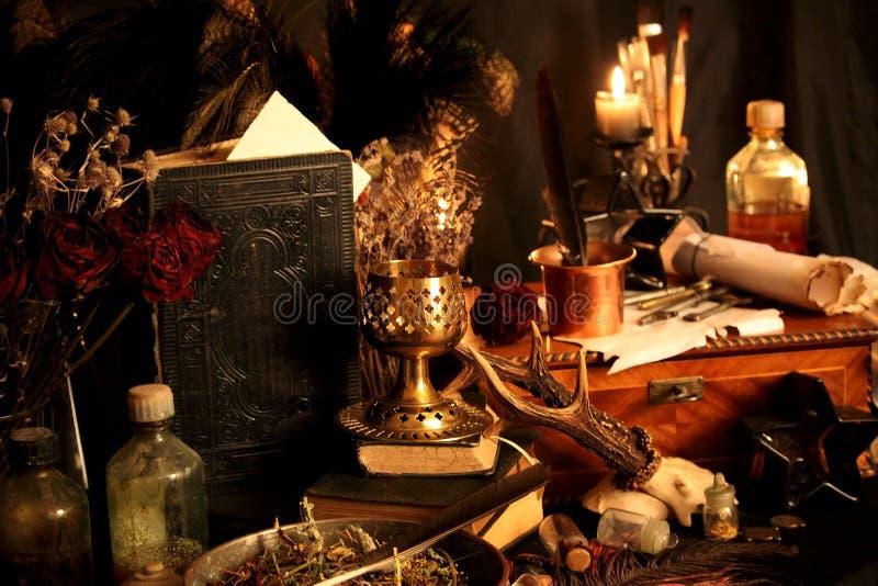 Periodi magici neri Gli incantesimi magici neri reali con potere virtualmente illimitato lanciano per voi: Quando altri magia o i immagini stock libere da diritti