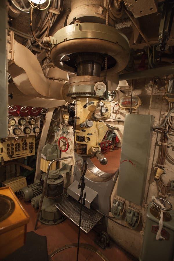 Periscópio no submarino do cargo de comando principal fotografia de stock royalty free