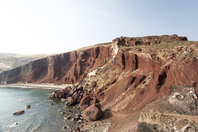 Perissa strand (svart strand) på den Santorini ön, Grekland arkivfoton