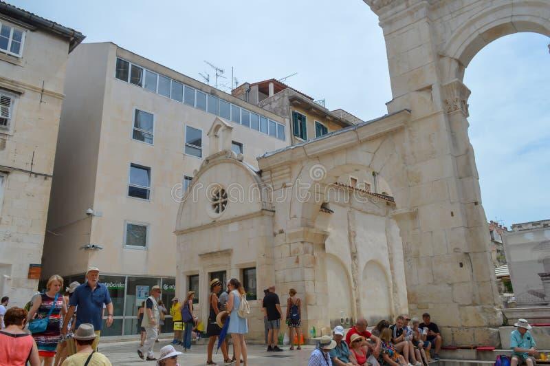 Peristil del palacio de Diocletian en fractura el 15 de junio de 2019 Algunos episods del juego de tronos filmaron t fotos de archivo libres de regalías