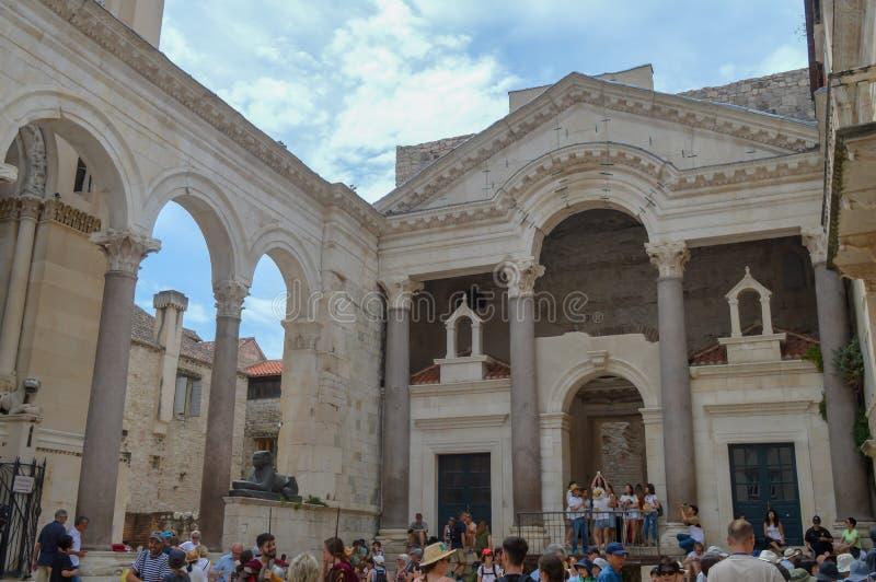 Peristil del palacio de Diocletian en fractura el 15 de junio de 2019 Algunos episods del juego de tronos filmaron t imagen de archivo