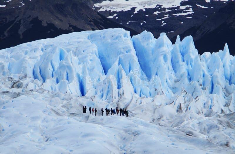 Perito Moreno Glacier Mini Trekking con los turistas, Santa Cruz Argentina imagenes de archivo