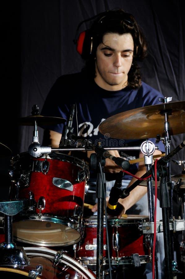 perkusisty, pełniącego obraz stock