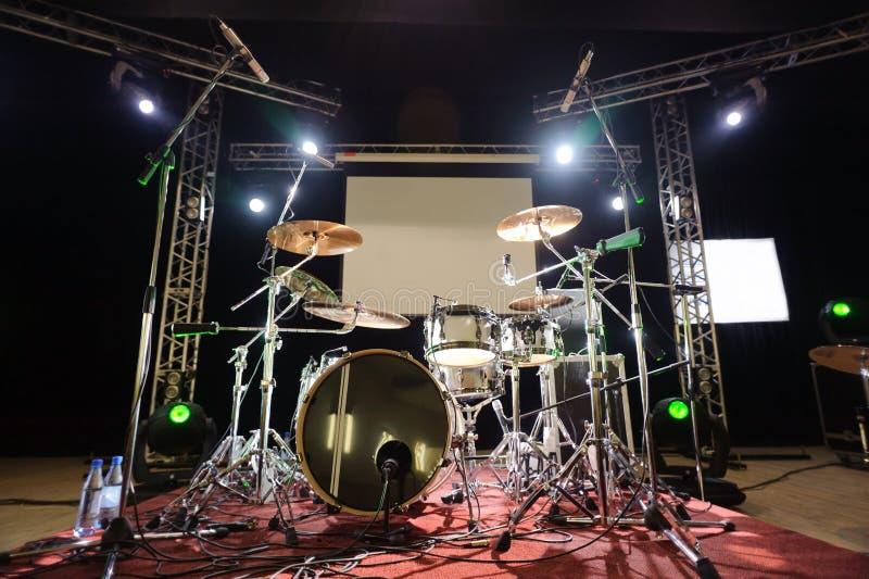Perkusja instrumenty na scenie zdjęcia royalty free