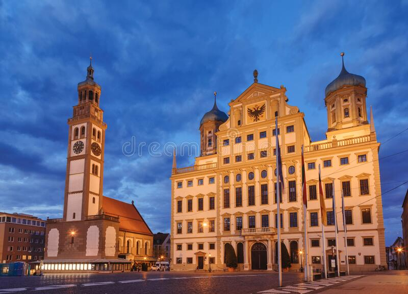 Perlach Tower and Town Hall in Rathausplatz Augsburg Swabia Bavaria Duitsland royalty-vrije stock foto