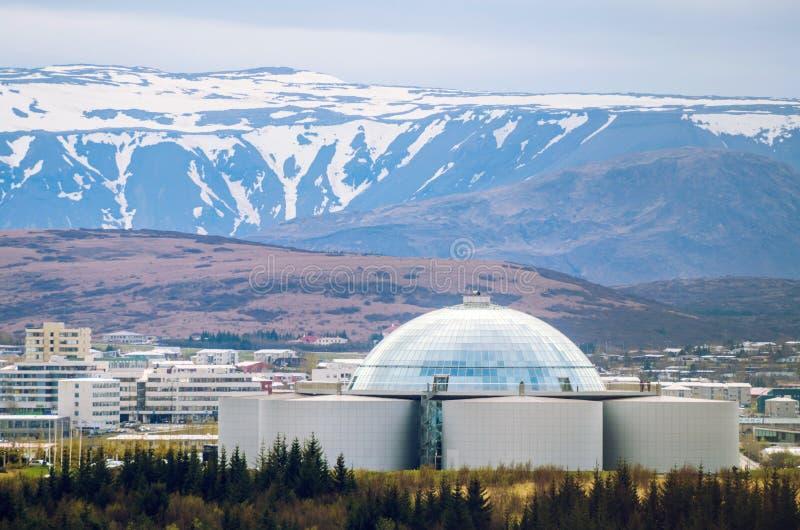 Perlan - reserva de agua y restaurante en Reykjavik, Islandia imagenes de archivo