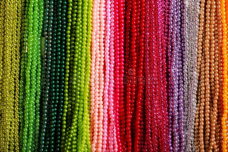 Perlas coloreadas imagenes de archivo