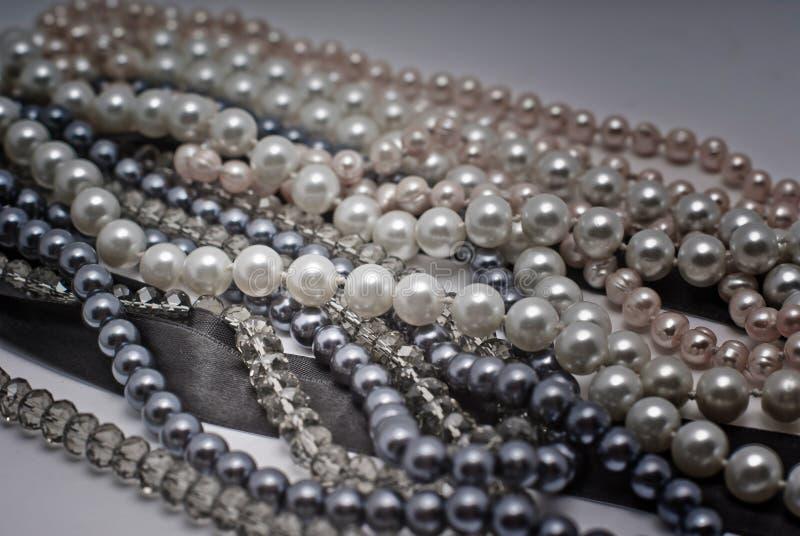 Perlas grises elegantes fotos de archivo libres de regalías