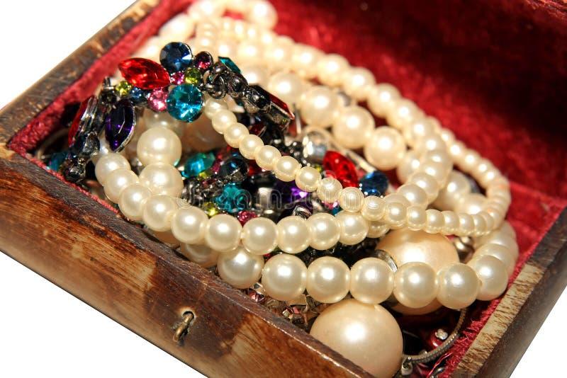 Perlas y piedras preciosas imágenes de archivo libres de regalías