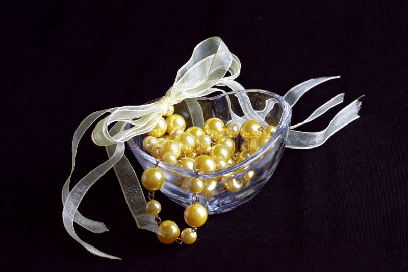 perle d'or de collier images libres de droits