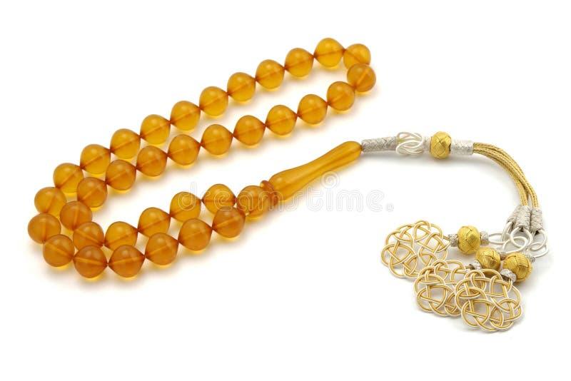 Perle di preghiera gialle del rosario della bachelite di colore isolate su bianco fotografia stock libera da diritti