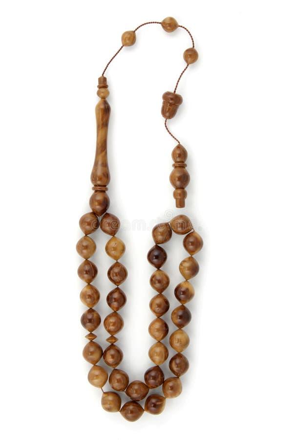 Perle di preghiera di legno del rosario isolate su bianco fotografia stock