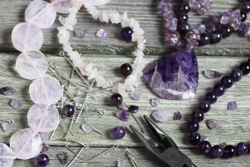 Perle faisant des accessoires photographie stock