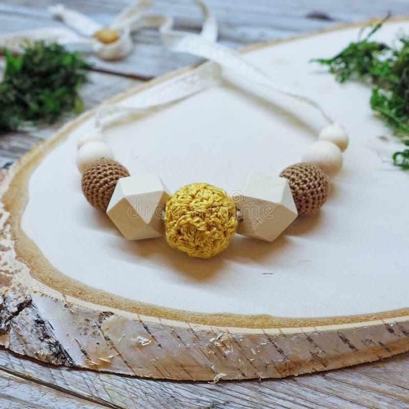 Perle tricottate su pizzo fotografie stock libere da diritti