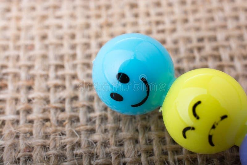 Perlen des Gesichtes der verschiedenen Farbe lizenzfreies stockbild