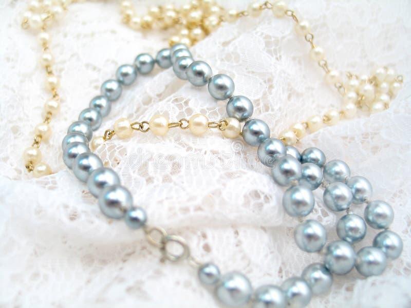 Download Perlen-Halskette stockbild. Bild von schmucksachen, nobel - 49793