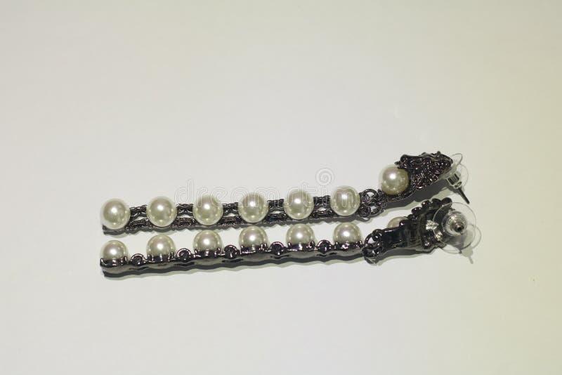 Perlen-Ohrringe lizenzfreies stockbild