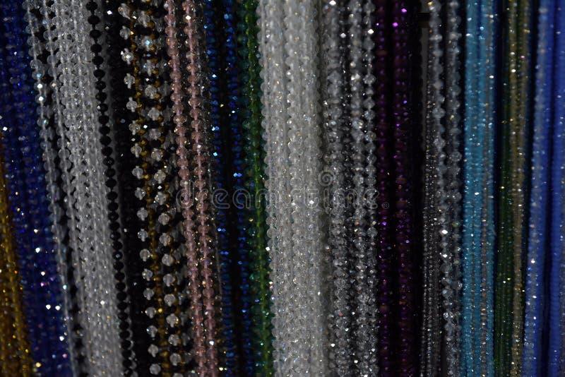 Perlen von verschiedenen Farben stockbilder
