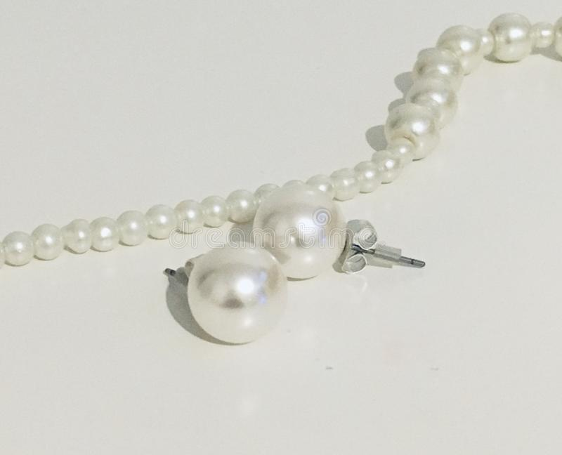 Perlenohrring stockbild