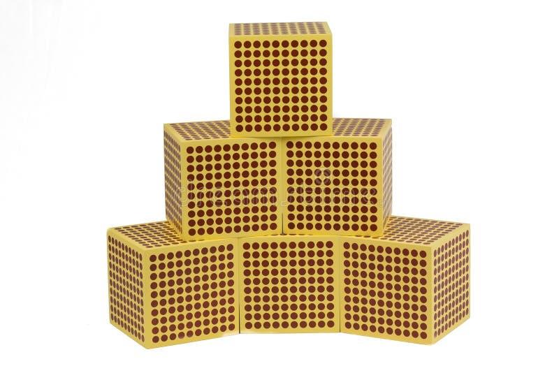 Perles d'or de Montessori - cube 1000 photographie stock libre de droits