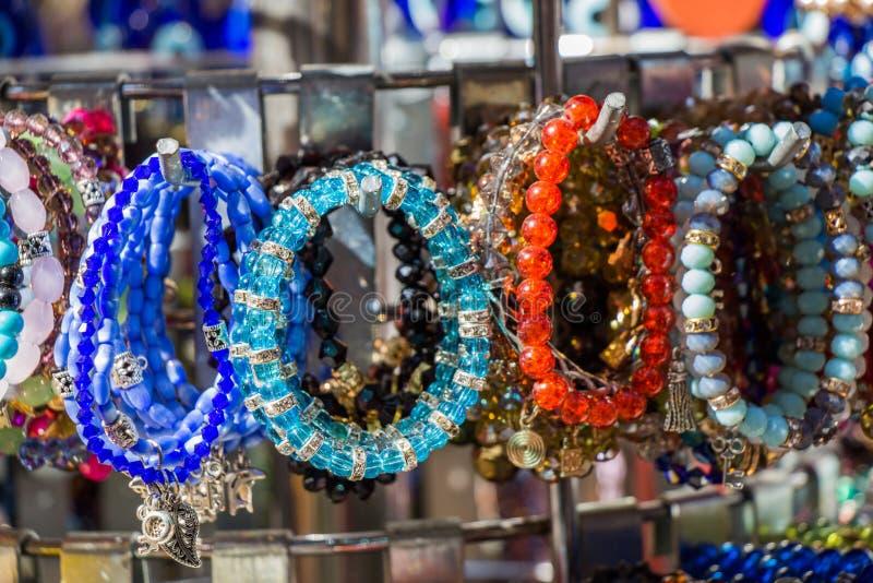 Download Perles de diverse couleur image stock. Image du bijou - 87707791