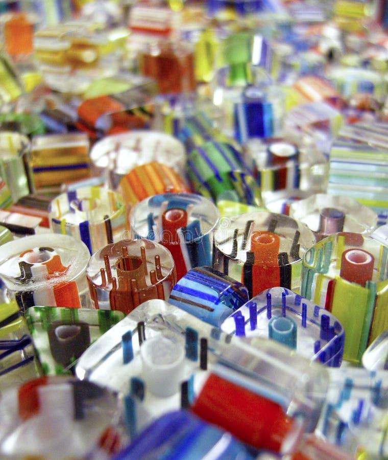 Perles en verre colorées étroitement  image stock