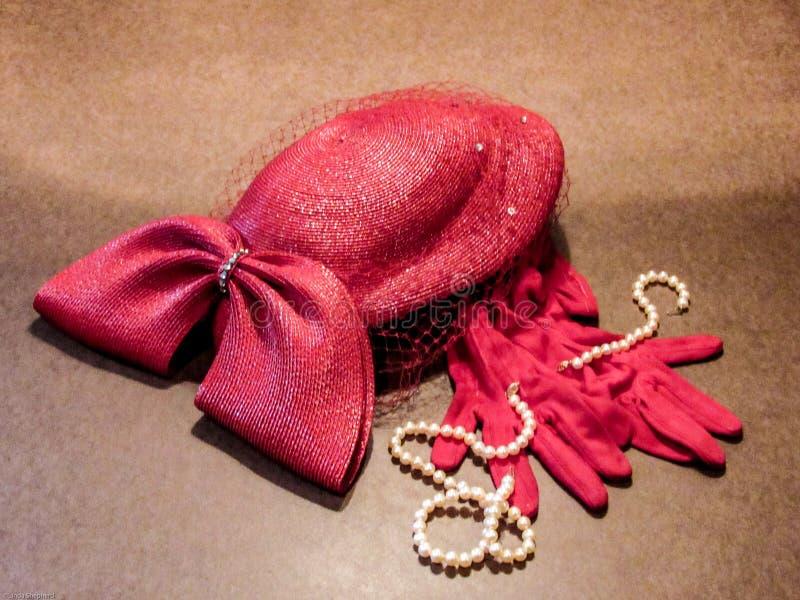 Perles et gants rouges photo libre de droits