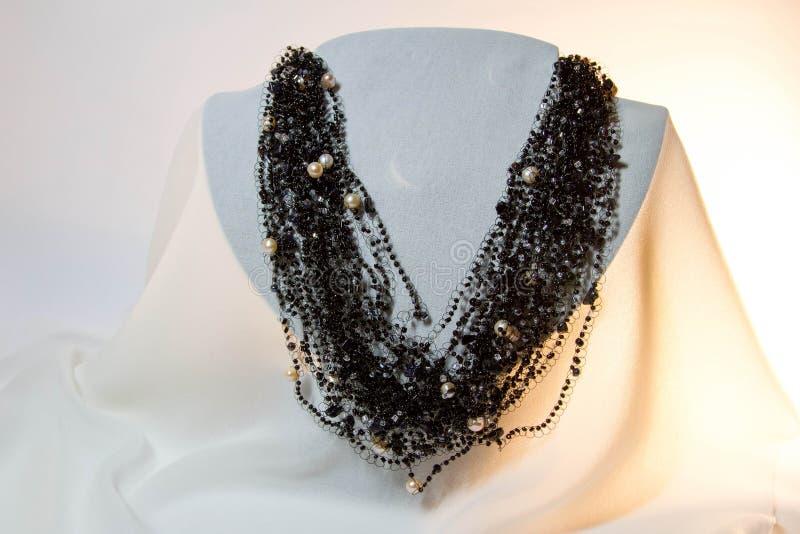 Perles noires et blanches images libres de droits