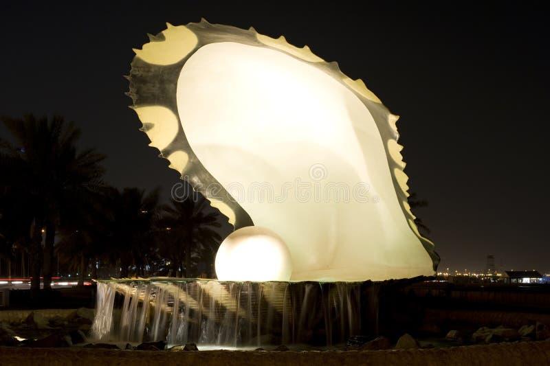 Perlez la borne limite Doha images stock