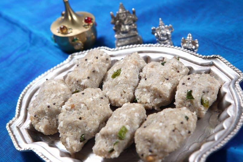 Perlhirse, Reis blättert heiße Mehlklöße, aval kara Kambu kozhukattai ab stockfoto