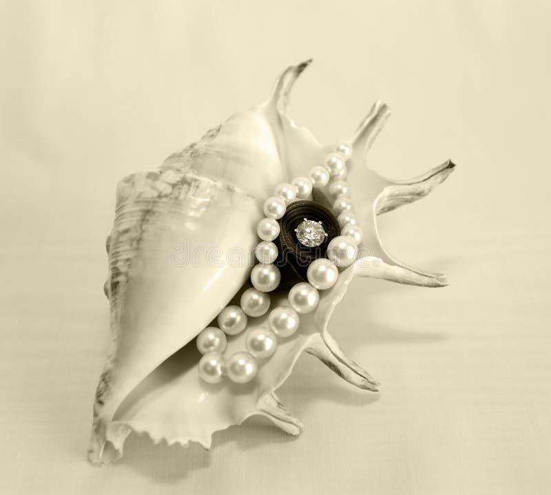 Perls et diamants images stock