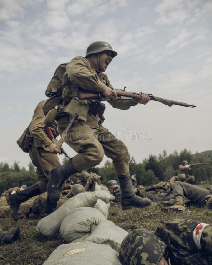PERM, ΡΩΣΊΑ - 30 ΙΟΥΛΊΟΥ 2016: Ιστορική αναπαράσταση του Δεύτερου Παγκόσμιου Πολέμου, καλοκαίρι, 1942 Sovi στοκ φωτογραφίες με δικαίωμα ελεύθερης χρήσης