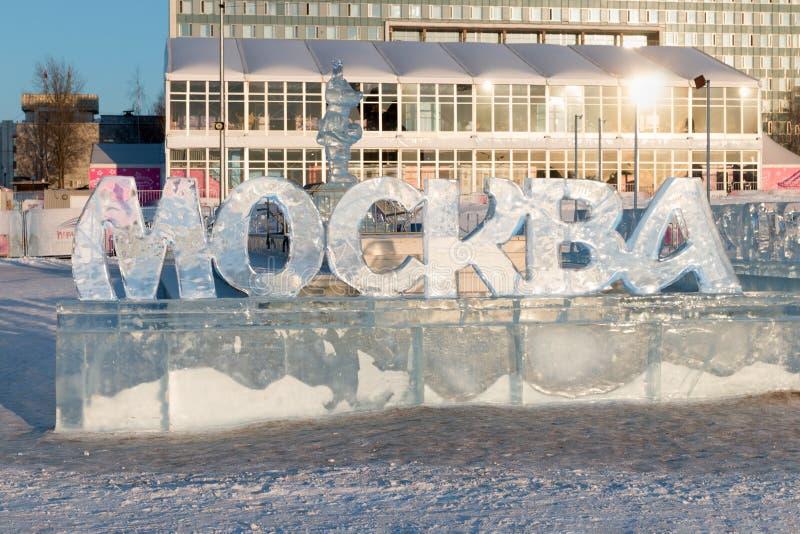 PERM ROSJA, FEB, - 12, 2018: Duży Moskwa tekst w Perm lodu miasteczka wa fotografia stock