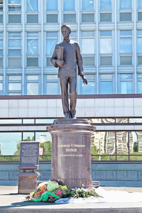 PERM, RUSSIA - 11 GIUGNO 2013: Monumento ad Alexander Popov fotografia stock