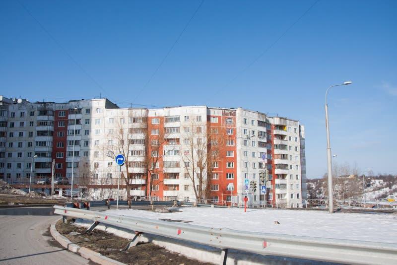 Perm, Russia - 31 marzo 2016: Paesaggio della città della primavera immagini stock