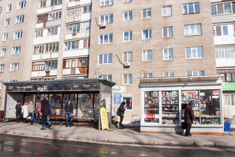 Perm, Russia - 31 marzo 2016: Zona residenziale con la casa fotografie stock libere da diritti