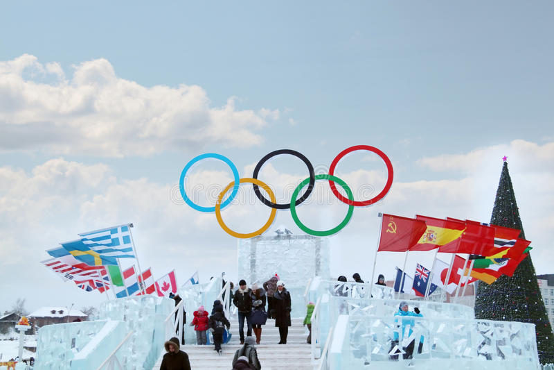 PERM, RUSSIE - 6 JANVIER 2014 : Symbole des Jeux Olympiques image libre de droits