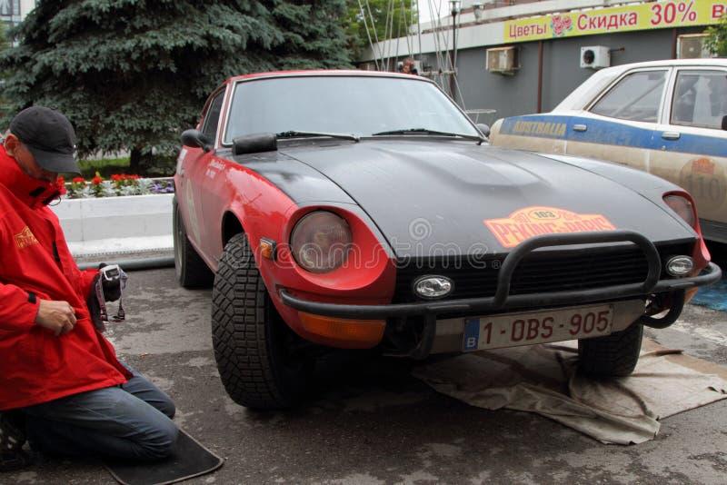 PERM, RUSSIE - 29 JUIN 2016 : Repa de Datsun 240Z de rassemblement de participant photographie stock libre de droits