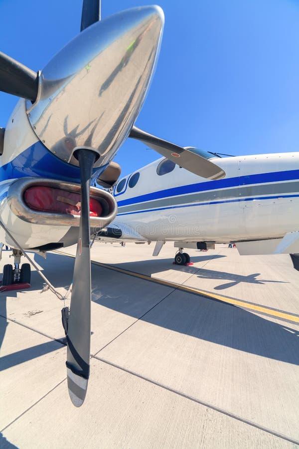 Permanecer el avión imagenes de archivo