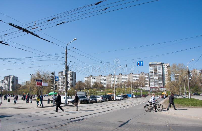 Permanent Ryssland - April 30 2016: Stadslandskap, tvärgator av s royaltyfria foton