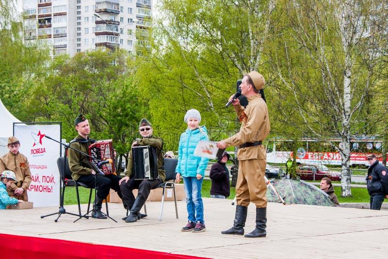 Permanent Ryssland - Maj 09 2016: Konsert på promenaden fotografering för bildbyråer